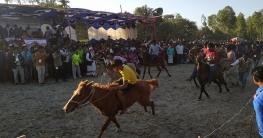 নীলফামারীতে ঐতিহ্যবাহী ঘোড়া দৌড় প্রতিযোগীতা অনুষ্ঠিত