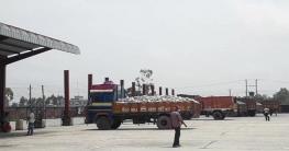 বাংলাবান্ধা স্থল বন্দর দিয়ে রপ্তানী শুরু:ফিরেছে কর্মচাঞ্চল্য