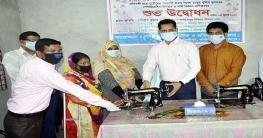 রংপুর জেলা পুলিশের উদ্যোগেপ্রতিবন্ধীদেরসেলাই মেশিন প্রদান
